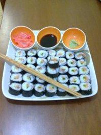 Как правильно есть суши палочками