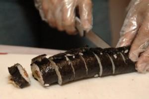 Как приготовить роллы с лососем