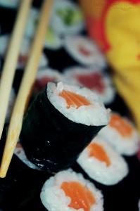 Роллы с лососем и огурцом рецепт