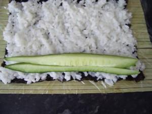 Роллы с огурцом и сыром